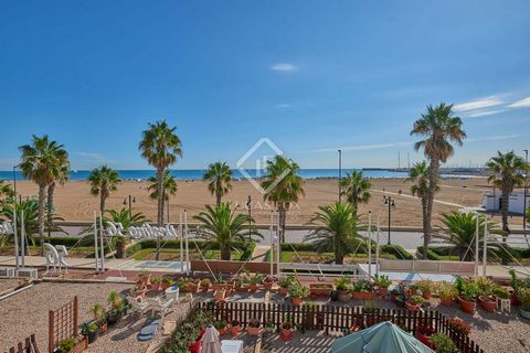 Attractive, spacious apartment on the beachfront with spectacular frontal views of the sea. The apartment was completely renovated and currently has a layout with three bedrooms and two bathrooms and with the kitchen open to the large living room. Fr...