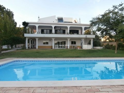 Located in Portimão. This 6 Bed villa located between Praia do Alemão and Prainha in Alvor, built in 1985 on a 1580m2 plot and with a construction area of 435m2. Extending over 3 floors and comprising of 6 bedrooms and 4 bathrooms this amazing villa ...