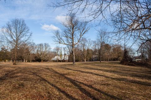 Create your dream home in this bucolic setting of 2.5 acres of secluded meadow. There is an approved sub-division for two homes as well. Located at the end of a cul de sac, the land offers space for home, pool and gardens. This property is situated i...