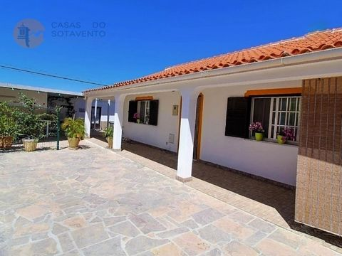 Single-floor single-floor townhouse, located 5 minutes' drive from Olhão, Moncarapacho and Fuseta. Great opportunity to acquire the country house that always dreamed, in a quiet urbanization, a few minutes from all the goods and services needed to th...