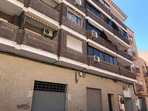 Large commercial premises, next to supermarket with a lot of influx, with two doors to the street. It is located in the town of San Vicente del Raspeig (Alicante). The approximate actual area is 343 m2, it is a raw premises which allows conditioning ...