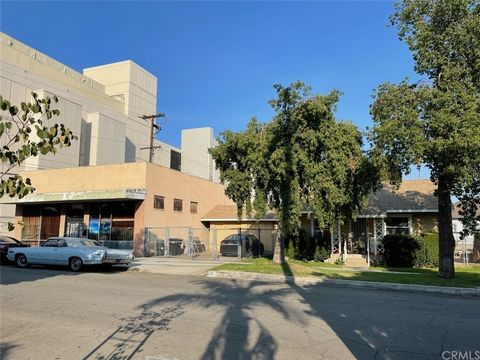 Wonderful opportunity to own in the up and coming downtown area of N. Ontario! This fantastic property is zoned MU1 (Mixed Use property), and contains both a 2br 1 bath home and a commercial building on the lot! The residence has a living and dining ...