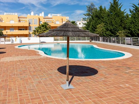 MAKE THE BEST DEAL WITH US 3 bedroom apartment, in a condominium with swimming pool in Conceição de Tavira, located in a quiet area, five minutes from the golf course, 200m from the CP station and close to all the various offers of the council of Tav...