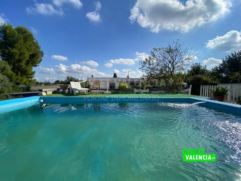 Villa with pool just 15 minutes from the city of Valencia, less than 2km from the Cheste Educational Complex. Rustic plot of land of 1660m2, with pool with filtration pump, solarium, easy entrance for vehicles, paellero, garden and space for cultivat...