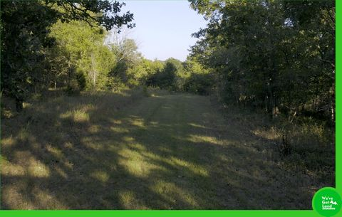 Located in Edwards. Come take a look at this amazing lot! Located in a gated community featuring 12,800 acres of pure beauty. Lake of the Ozarks is calling your name. This is such a great place to build your home. Horses are allowed! Lots of subdivis...