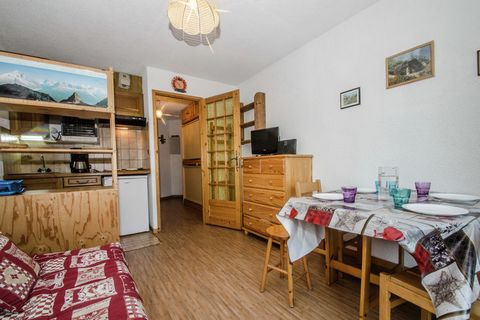 This cozy apartment in the Rhone Alpes features a balcony and mountain views. The pet-friendly property can accommodate 3 people and is ideal for a family or couple. The nearest ski lift is at 0.3 km for your perfect ski holiday. The apartment is jus...