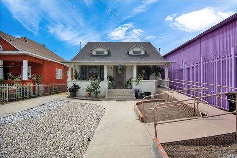 From the moment you arrive, you will absolutely adore this much loved home on an expansive Los Angeles lot. In the seller's family since the 1940s, it has 1900 sq ft of living space, plenty of vintage charm, and so much potential. Ideal location clos...