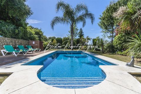 Beautifully positioned Casa Marsal is the perfect choice for a relaxing holiday on the popular Sotogrande resort. Stunning views out across the resort can be found from the many outdoor areas in Casa Marsal. Highly furnished throughout with modern an...