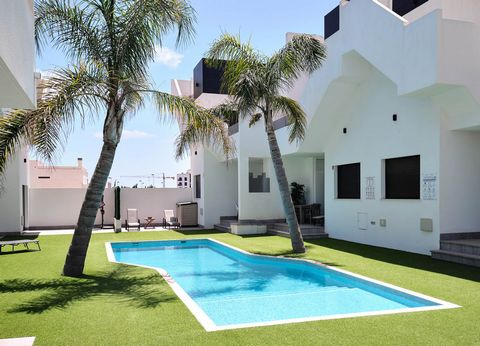 Great opportunity to purchase a modern 2 bedroom, 2 bathroom top floor apartment with large roof terrace and access to a communal pool. Located on the Pueblo IV development built in 2018, this apartment is just 10 minutes walk to the blue flag beach...