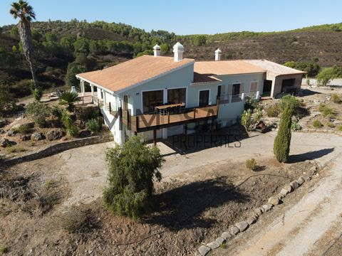 A 4 bedroom high-standard villa with pool, garden, a terrace with lake and mountain view in a calm and peaceful area. 15 minutes away from Alvor and Portimão. One of the unique properties in the Algarve with 22 hectares plot, 3 lakes, beautiful views...