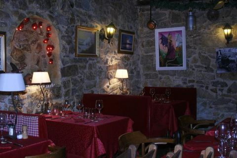Premises Stage Ground floor, General condition Good, Window OUI Company Legal SARL, Workforce 2, Established in 2004 Turnover : 133147€ (2008), 132604€ (2009) , 136403€ (2010) Activities Current Restaurant Authorised Bail tout commerces Taxes Monthly...
