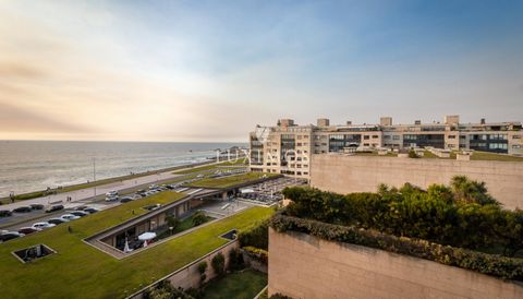 Modern Duplex apartment, for lease, with excellent areas and good location. This real estate  property benefits from great light, views to the sea and the Lighthouse of Leça da Palmeira. The articulation between the spaces give this apartment its un...