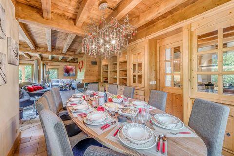 Le Chalet Alideale est un chalet familial spacieux et de grand confort situé à Champagny en Savoie (domaine skiable de La Plagne/Paradiski). Il se trouve dans un quartier résidentiel, Les Perrières. Le chalet offre une belle vue dégagée, un grand bal...