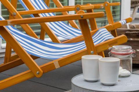 Beschrijving 'Bij Bert aan Zee' maak je herinneringen, ontspan je, heb je lief, geniet je, rust je uit & meer! Welkom in onze vakantiewoning in Zoutelande. 5 minuten loopafstand van de zee, omringd door duinen, bos en strand in een fietsvriendelijke ...