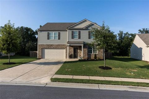 Beautiful home that welcomes you with large entrance. Open concept living room and kitchen is enhanced with a large island and granite countertops, stainless steel appliances, and rich floors. Guest bedroom on the main with a full bathroom. Large fro...