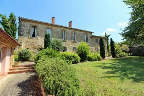 Located in the Tarn countryside but only 50 minutes to Toulouse and 20 minutes to Lavaur, we find this outstanding complex of properties. Originally a hamlet, it has now been converted in to a fantastic retreat. The main house of approximately 720 m2...