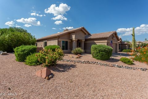 Meticulous 4 bed 2 bath with pool in lovely Fountain Hills. Minutes away from the world famous jet fountain, shopping, dining, golf, hiking trails and casino. Easy access to Shea Blvd, 101 freeway and Beeline Hwy. Private corner lot. No interior step...