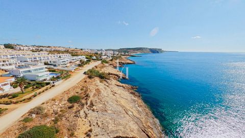 Located in Lagos. In the paradise that is Praia da Luz, in the municipality of Lagos, we find this investment opportunity. An urban lot sold in turnkey concept. The approved project aims to build a 224m2 villa with swimming pool. The project includes...
