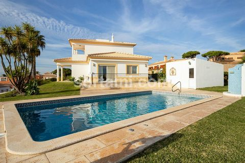 This villa is located in a very quiet condominium, facing east / west enjoying sunlight all day. It consists of two floors and basement. On the ground floor, we find the fully equipped traditional style kitchen, a full bathroom, a very large living a...