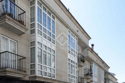 An excellent investment property to purchase a city centre apartment in the lovely town of Combados, Pontevedra in Galicia. Situated on a first floor, it offers plenty of natural light through the morning and afternoon. We have the reception area upo...