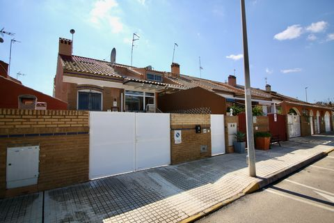 Fantastic opportunity to purchase a well presented 4 bedroom 2.5 bathroom townhouse with a garage and just 800m from the beach! The property is located in Torre de la Horadada, a lovely coastal town offering an array of amenities and award winning be...