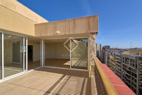 We present one of the most stylish penthouses in the city, a newly renovated apartment which is very comfortable and pleasant and with a contemporary Mediterranean style. It stands out for its quiet atmosphere and for the brightness of all the rooms....