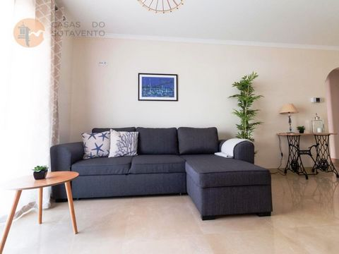 Apartment, inserted in a gated community, with a lot of security, located in MONTE GORDO, 500 meters from PRAIA. This property consists of 1 bedroom, 1 wc, 1 living room, 1 fully equipped kitchen. Very beautiful in a matter of decoration, with balcon...