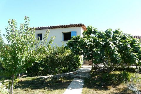 In a quiet area, lovely villa comprising : an entrance with cupboards, a living/dining-room with fire-place, an equipped kitchen, 3 bedrooms, one with bathroom, one with shower-room, 2 rooms to transform(possibility study and laundry). An independant...