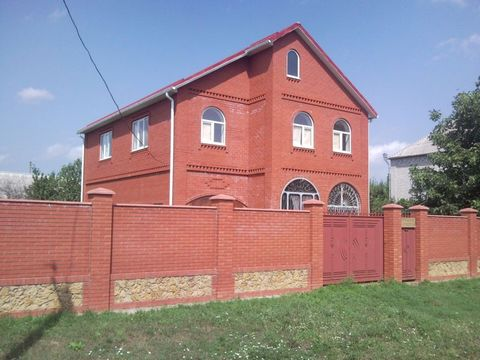New home-walking space: 210 sq.m, a living-room 120 sq.m, plot 10 hectares, all communications. Italian brick, roof tile, brick fence, fibre glass, double Windows, flooring, laminate, tile (warm floor), interior doors and stairs from beech, kitchen a...