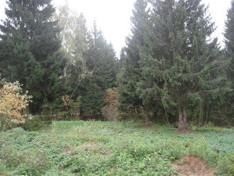Киевское ш.,25 км. от МКАД , д . Елизарово.Продажа участков с лесными деревьями на берегу Елизаровского озера.Только застраеваемый коттеджный поселок на 37 домов,асфальтированный подъезд ,охрана-функционирует.Участки от 12 до 20 соток,цена от 12000$ ...