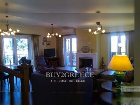945 - FOR SALE WHOLE-FLOOR APARTMENT OF 140sqm, WITH 2 AREAS OF 80sqm (LIVING ROOM, KITCHEN, BEDROOM, BATHROOM) AND 60sqm (SINGLE SPACE WITH WC), 2 FIREPLACES, BIG VERANDAS, UNOBSTRUCTED VIEW, 2km FROM NAFPLIO CENTER, 2.5km FROM THE BEACH, ARIA, NAFP...