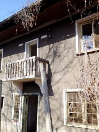 The property consists of 2-storey house, a spacious 2-storey barn and a good-sized plot of land spreading over 1500 sq.m. The ground floor of the house consists of 2 rooms and another two on the second floor. The property is supplied with electricity...