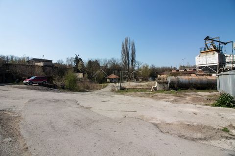 Ruse. 55 000 sq.m. Business property close to Road E85 and only 40 min. to Romanian border IBG Real Estates is pleased to offer for sale this exceptional business property, located only 700 m. to the main international road E85 it's a section of the ...