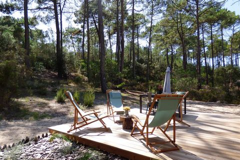 This cottage-like holiday home amid the lush Pine forests in Gironde, France comes with 3 bedrooms for up to 6 people. 15 minutes from the Carcans beach, cozy home is ideal for couples and friends. A paradise for cyclists and wine lovers, the surroun...