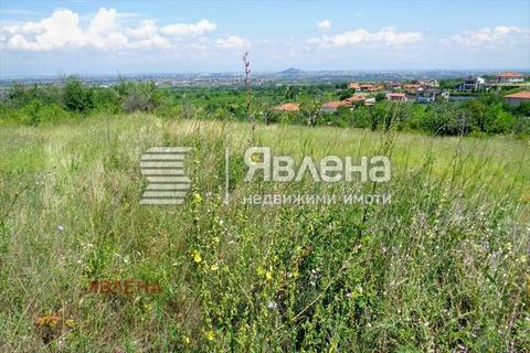 We offer to your attention a regulated plot of land in the konu dere area, in the village of Markovo /5 km away. from Plovdiv/. The plot is 440 sq.m., Kint - 1.2, height up to 10 m, density 40/60. The view of Plovdiv and the entire Thracian field is ...