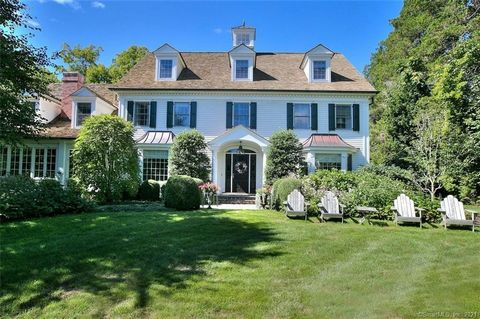 A remarkable residence, perfectly located on over 1 acre, in Greens Farms. This lush property is within walking distance to Greens Farms Elementary school shops and a quick drive to the train. This Modern Colonial is set on a resort-like property, wi...