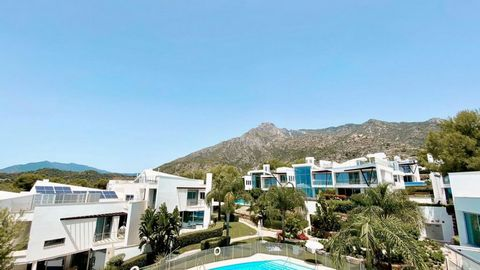 This is an emblematic project of modern luxury properties located in a unique and exclusive urbanization of Sierra Blanca. The complex offers spectacular views to the sea and mountain and a beautiful communal gardens with 3 spa areas, heated indoor p...