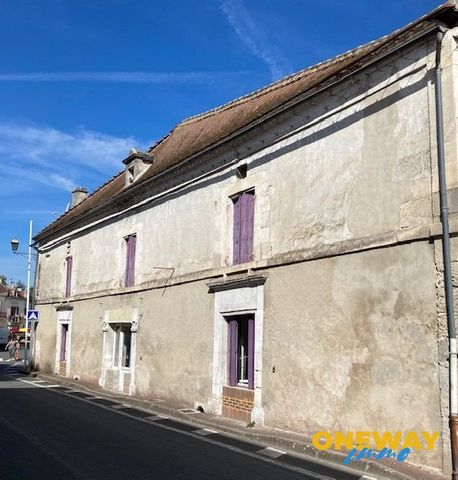 Old house located in the center of a very sought-after small town, shops and market place nearby, including an open-plan kitchen, living room, 3 bedrooms, bathroom, shower room, wc Mandate N ° 85. Fees payable by the seller. This property is offered ...