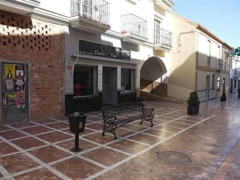 Excellent Investment opportunity to purchase this fully functioning commercial property located in the centre of Alhaurin de la Torre. The property is fully equipped and is currently used as a successful hair dressing and beauty salon, the owner of t...