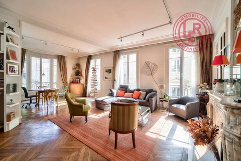 Cité de Treviso, on the 3rd floor out of 6 of a beautiful Haussmannian building served by elevator, 165.90m2 Carrez family apartment, 6 rooms, 4 bedrooms with balconies in each room, in very good condition, calm and bright. It consists of a large ent...