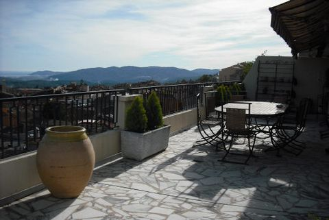 Floor Dernier, View Sea, Aspect south, General condition Excellent, Kitchen Open plan, Heating Collectif, Hot water Collective, Bedrooms 2, Showers 2, Toilets 1, Terraces 2, Year built 1975, No. floor 7, Quality Good, Living area 30 M², Living 1, Cel...