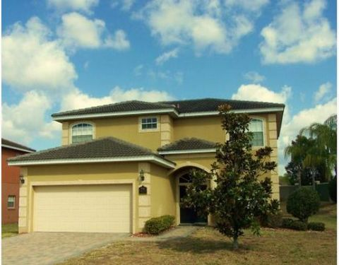 Looking for the finer things in life? How about this huge 5 Bed 4 Bath home with extremely private pool and deck. This property is fully furnished to the highest standards. With built in BBQ & Flat Screen TV's and on site management. Minutes from Di...