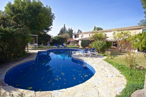 Charming stone house on the outskirts of Santa Maria, in a quiet area, ideal for people who want to live in a house with tradition, enjoy the countryside but at the same time being near the village and only 15 minutes from Palma. Charming house with ...