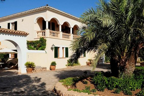 Beautiful rustic hotel in a quiet area of Llucmajor. It has 9 bedrooms, 9 bathrooms, three toilets and various common areas such as kitchen, lounges, patios and terraces, swimming ... It is built 1350m2 in 375.533m2 of land. This is a nice finca, 375...