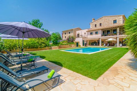 Surprising villa with pool in Manacor, where 8 people will enjoy the privilege of being surrounded by a unique surrounding and within a majestic three-storey house equipped with an elegant furniture. The exterior emanates beauty from the great stone ...