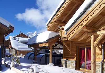 In the heart of the Oisans, Les Deux Alpes is a sporty, lively ski resort with excellent facilities, a warm climate thanks to its southern location and reliable snow conditions. The resort offrs a seemingly endless choice of sporting and leisure acti...
