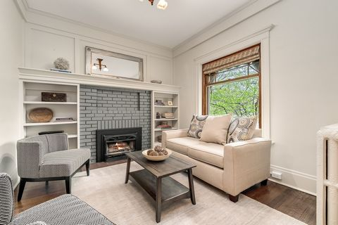 Timeless elegance meets high-end renovation in an unparalleled location on 'Little Cheesman' Park. This spectacular 3-story Craftsman-style home radiates style, personality and functional living for today's lifestyle. The main floor quarter sawn oak ...