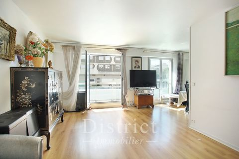 Boulogne-Billancourt, Quai de Seine. This apartment on the 3rd floor of a recent residence with a lift offers 82 sqm of floor space and 80.67 sqm of living space as defined by the Carrez Law. It includes an entry with a fitted cupboard, a living/rece...