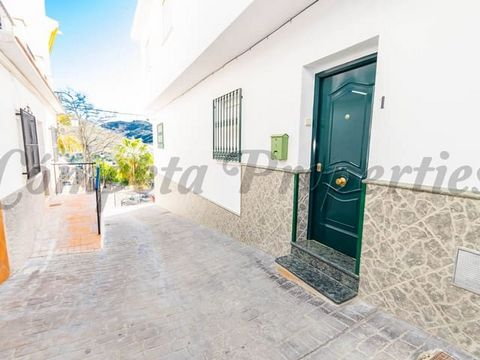 This townhouse for rent is located in one of the main streets of the town of Torrox, is very close to the bus stop and just 2 minutes walk from the main square of the town where we find restaurants, pharmacy, supermarkets ... The property is on the g...