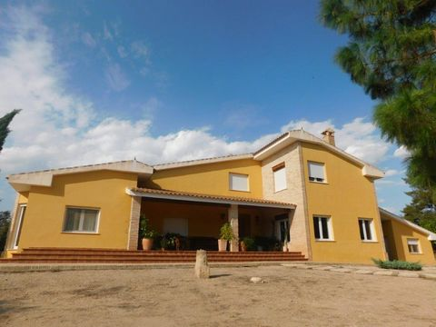 Stunning 4 bedroom Villa for sale in Cehegín Murcia Spain Euro Resales Property ID: 9826514 Property Location Campillo y Suertes, La Pollera 68 Cehegín Murcia 30430 Spain Property Details Land of fruit and vegetable crops, olive trees etc. with drop-...